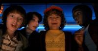 """Niños de """"Stranger Things"""" se lucen cantando en reconocido programa y hacen estallar la web"""