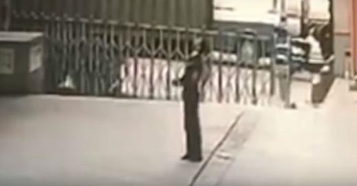 El dramático final de un guardia que trató salvar a una mujer que saltó desde un piso 11