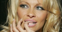 Pamela Anderson reapareció en público y su nuevo rostro llamó la atención de todos
