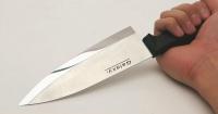 """La hipnotizante forma en la que un japonés convierte un ordinario cuchillo en una afilada """"espada samurai"""""""