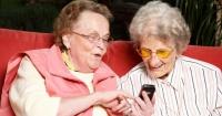 Revelan cuáles son los audios de mamás por WhatsApp más chistosos del año