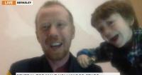 Entrevistado es interrumpido por su hijo en plena transmisión y se vuelve viral
