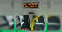 Tocó en reiteradas veces el timbre del bus y el chofer se paró de su asiento para darle una paliza