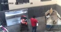 Padre abandona a su hija recién nacida arrojándola a un contenedor de basura