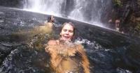 Se tomó una selfie sin saber que atrás un hombre estaba muriendo ahogado