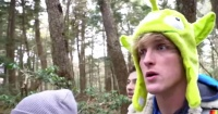 """Indignación por youtuber que se graba riéndose frente a un cadáver en el """"bosque de los suicidios"""""""