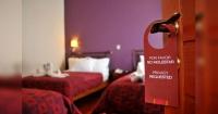 """La cruda razón por la que los hoteles de Disney eliminaron el cartel de """"no molestar"""" de las habitaciones"""