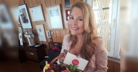 """""""Pamela Anderson es una alpargata"""": Cathy Barriga se lució en Instagram con un traje de baño a lo Guardianes de la Bahía"""