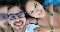 Pololo de Denise Rosenthal compartió una íntima foto de los dos en la cama junto a alguien más
