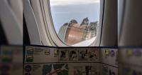 Pasajero grabó el dramático momento cuando el avión perdió parte de su motor en pleno vuelo