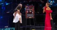 Miguel Bosé no se llevó el criticado collage que le regalaron en el Festival de Viña