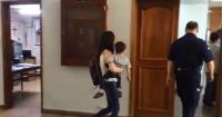 """Mujer llegó hasta tribunales para """"regalar"""" a su hijo de dos años"""