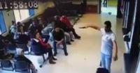 Paciente esperó 30 minutos para ser atendido y como no fue así sacó una pistola para amenazar a todos