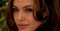 """""""Es como un Brad Pitt más joven y sexy"""": ¿Quién es el guapo pretendiente de Angelina Jolie?"""