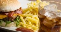 Estudio revela que el estrés provocaría lo mismo que una hamburguesa doble con queso