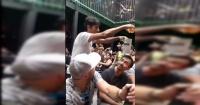 Mago hizo truco con cerveza en un bar y provocó la locura de los presentes