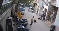 El violento ataque de un perro pitbull a un niño en plena calle