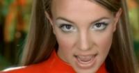 """La desconocida historia detrás del icónico traje de Britney Spears en """"Oops I did it again"""""""