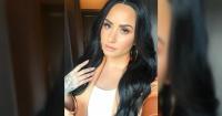 """Demi Lovato posa """"al natural"""", presumiendo sus estrías y celulitis"""