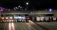 Camioneros héroes bloquearon la autopista para salvar una vida
