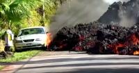 """El impresionante momento cuando la lava se """"devora"""" un auto en Hawaii"""