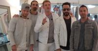 Backstreet Boys se disfrazan de las Spice Girls en un crucero y sorprenden a sus fans