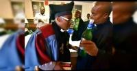 Alabada sea la cerveza: así es la iglesia africana que celebra sus misas en bares y anima a emborracharse