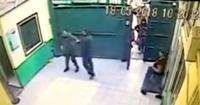 Gendarmes se pelean a golpes y dejan la puerta de la cárcel abierta