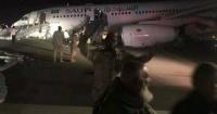 Aterrizaje en llamas: el dramático momento en que un avión se incendia con 140 pasajeros a bordo