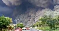 El dramático momento en que una familia huye de la erupción del volcán de Fuego en Guatemala