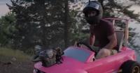 Youtubers modifican automóvil Barbie y lo convierten en una máquina que acelera a gran velocidad