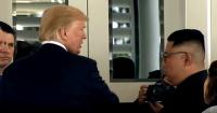 """El momento en que Donald Trump le muestra el interior de """"La Bestia"""" a Kim Jong-un"""