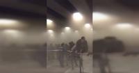 La desesperada evacuación de usuarios del Metro tras incendio en estación Tobalaba