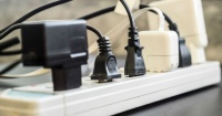 Estos son los electrodomésticos que gastan más energía mientras están enchufados y sin uso
