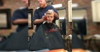 """La """"sangrienta"""" venganza de un barbero contra un niño bromista"""