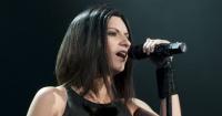 Laura Pausini es golpeada por una fanática en pleno concierto