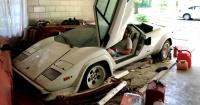 La historia del joven que encontró un Lamborghini y un Ferrari abandonados en el garage de su abuela