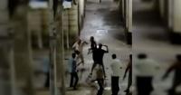La brutal pelea entre vecinos y turistas en un callejón de Barcelona