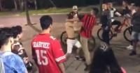 """Revelan video de violento """"club de la pelea"""" de adolescentes"""