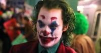 """Sale a la luz una nueva imagen de Joaquin Phoenix con maquillaje de payaso en """"The Joker"""""""