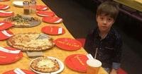Niño invitó a 32 amigos a su cumpleaños y no llegó ninguno