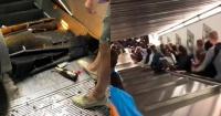 """""""No hubo tiempo para salvarse"""": escalera mecánica fuera de control deja decenas de heridos en metro en Roma"""