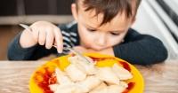 Por qué no debes obligar a tu hijo a comer