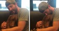 El conmovedor video de un cantante haciendo dormir a su perro que enternece a la web