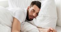 Dormir mucho deteriora la salud igual que dormir poco: esto debes descansar a diario