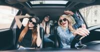 Las personas que cantan en el automóvil son más felices y viven más años