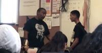 Crean campaña para pagar fianza de profesor que le dio brutal paliza a un alumno