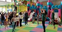 La decisión de un parque de juegos infantiles que no le gustará a Maluma ni a Bad Bunny