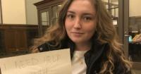 Estudiante desesperada recurre a Tinder para aprobar una de sus clases