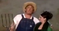 ¿Donald Trump cantando vestido de granjero?